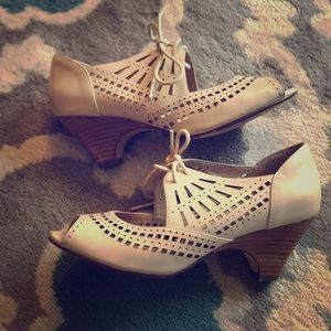 Chelsea Crew Juliette Lace-Up Heels, size 39